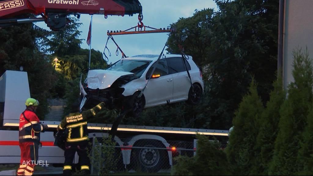 Autounfall in Stetten: Junglenker fährt in Hausmauer