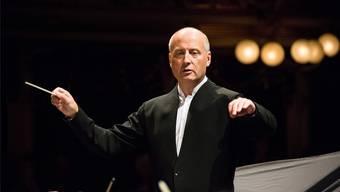 Paavo Järvi dirigierte das Tonhalle-Orchester mit souveräner Übersicht und genoss die nach Ländler klingenden Stellen. Brescia e Amisano