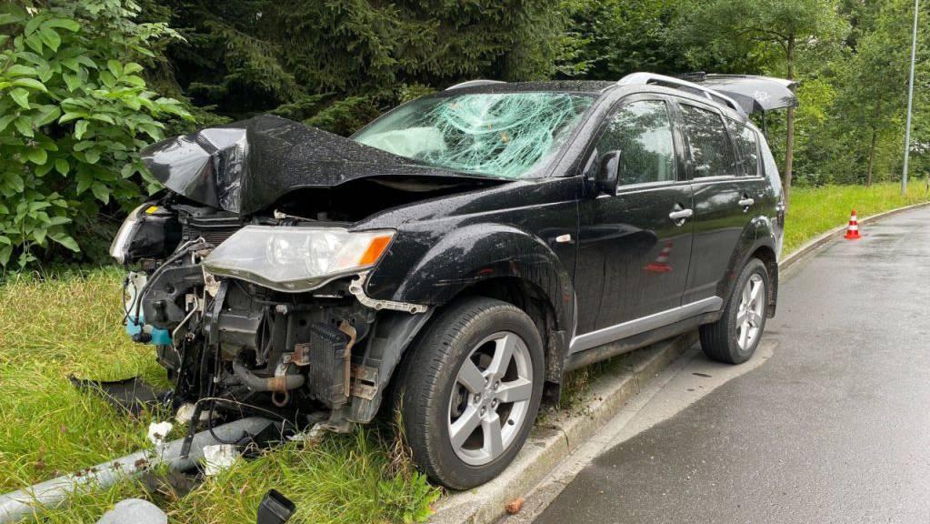 Eine Unachtsamkeit - und schon sieht das Auto anders aus. So geschehen in Cham. Der Fahrer selbst kam glimpflich davon.