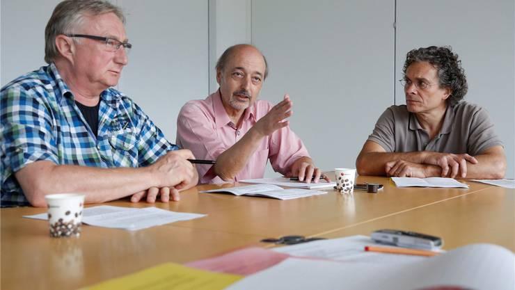 Hans Ruedi Ingold (Subingen, links), Gilbert Ambühl (Zuchwil) und Hans-Peter Berger (Langendorf, rechts) sprechen über ihre Erfahrungen der letzten Jahre.