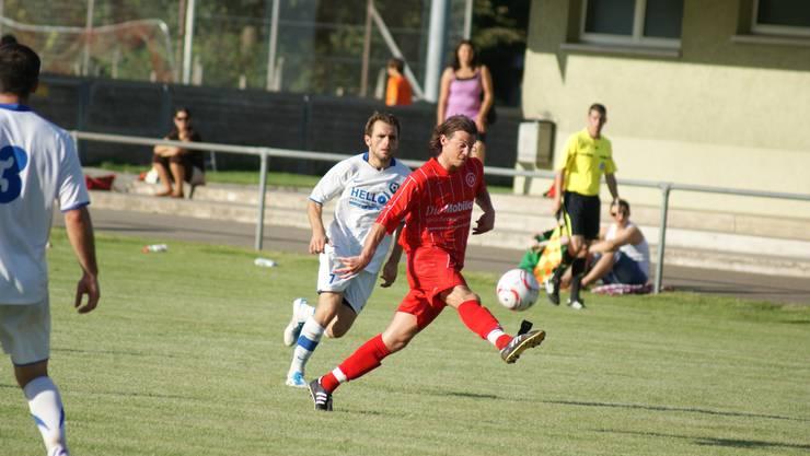 Stefan Kohler trickreich beim 6:1 des FC Dietikon gegen Kosova in der 2. Liga interregional