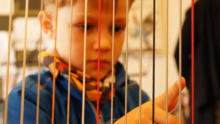 Bloss keine Berührungsängste: Die Harfe wird den Besuchern von ...