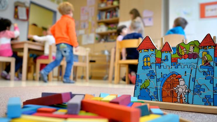 Viele berufstätige Eltern sind auf Kindertagesstätten angewiesen.