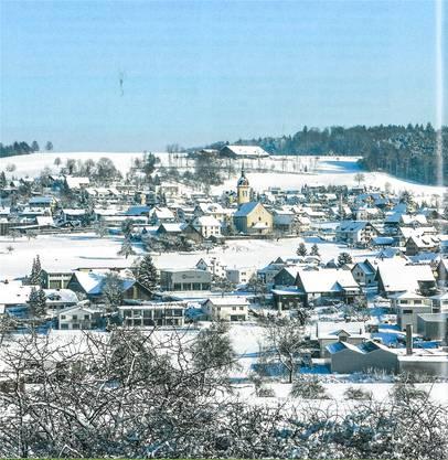 Der nördliche Teil von Sarmenstorf von Westen im Gebiet Langenmoos aus fotografiert.