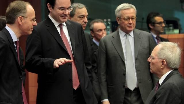 Die Finanzminister Luc Frieden (Luxemburg), George Papakonstantinou (Griechenland), Giulio Tremonti (Italien) und Wolfgang Schäuble vor der Debatte (v.l.n.r.)