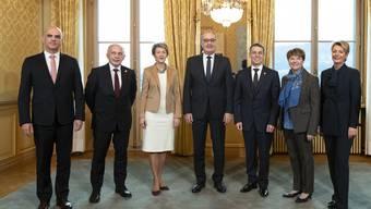 Von links nach rechts: Alain Berset (SP), Ueli Maurer (SVP), Simonetta Sommaruga (SP), Guy Parmelin (SVP), Ignazio Cassis (FDP), Viola Amherd (CVP) und Karin Keller-Sutter (FDP).
