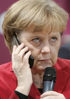 """2013 verdichteten sich die Hinweise im Zuge der Überwachungs- und Spionageaffäre, dass der US-Geheimdienst das Handy der Bundeskanzlerin jahrelang ausgehorcht hat. Kurz vor Beginn des Brüsselers EU-Gipfels meinte Merkel: """"Das Ausspähen unter Freunden, das geht gar nicht."""""""