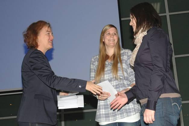 ... wie Bettina Schaffner und Jasmin Marti vom Pontonier-Sportverein Brugg...