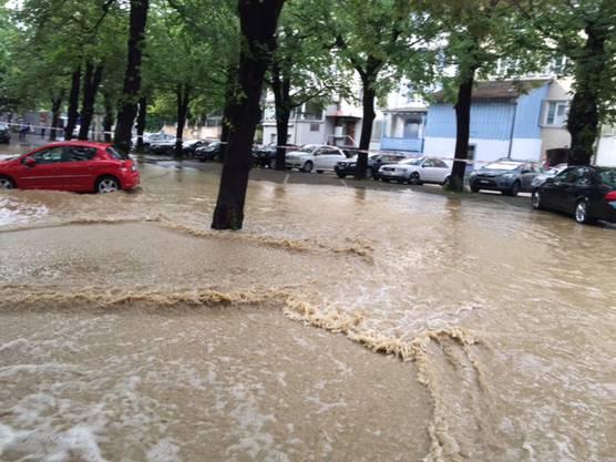 Überflutete Parkplätze beim Kulturzentrum Alee in Liestal.
