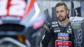 Ein nachdenklich wirkender Tom Lüthi - der 34-jährige Emmentaler erlebte eine Moto2-Saison zum Vergessen