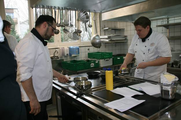 Probekochen in der nigelnagelneuen Küche