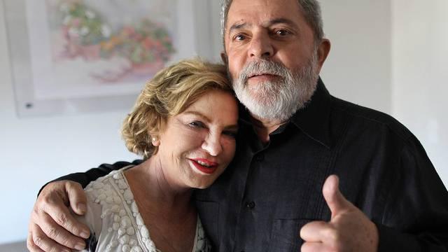 Da Silva verlässt mit seiner Frau das Spital nach der ersten Chemotherapiebehandlung