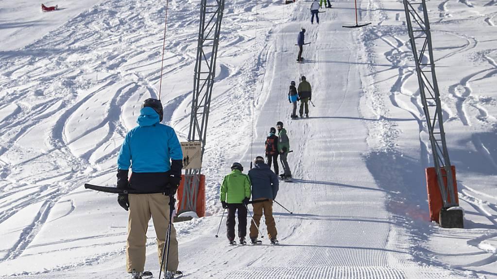 Neu gilt eine Maskenpflicht auch für den Skilift. (Archivbild)