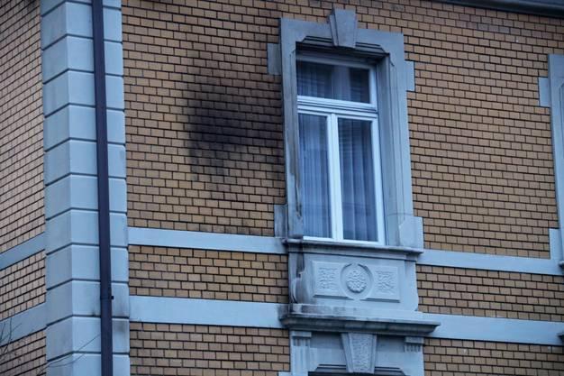 Zeichen des Brandanschlags an der Mauer