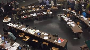 Die Parteien nahmen sich an der Einwohnerratssitzung einige Time-outs. Zu reden gab die Motion Füllemann, die verlangt, dass der Stadtrat nachträglich die Strategien auch für die bisherigen Beteiligungen an Unternehmungen/Institutionen offenlegt. ces
