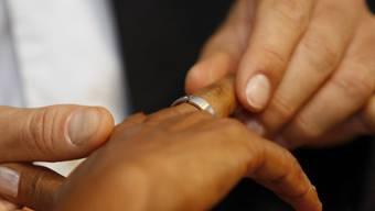 Heiraten soll ohne Zwang geschehen: Gegen Zwangsheiraten treten im Juli Massnahmen in Kraft (Symbolbild)
