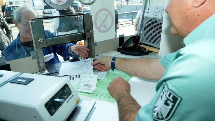 2018 stempelten die deutschen Zöllner im Grenzgebiet zur Schweiz 15 Millionen grüne Zettel ab. Bald könnten es nur noch wenige sein.