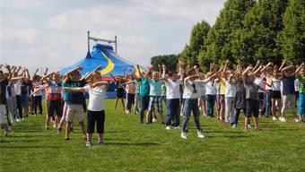 Mit einem Eröffnungstanz fiel gestern Nachmittag der Startschuss zum Jugendfest Oberrohrdorf. Neben Zirkusvorstellungen stehen bei der Schulanlage Hinterbächli viele weitere Attraktionen auf dem Programm.