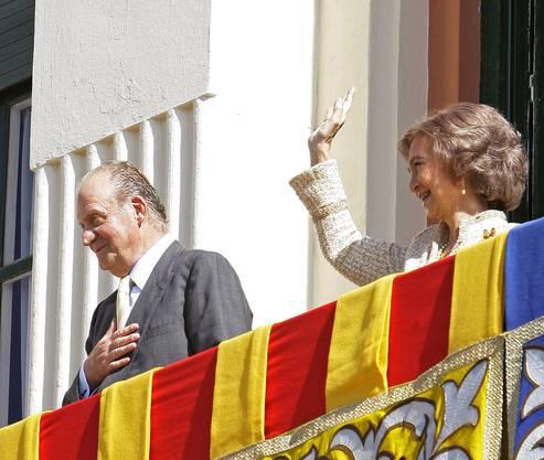 Juan Carlos und Sofia auf dem königlichen Balkon.