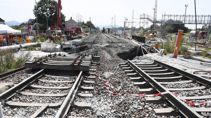 Die Rheintal-Bahnstrecke zwischen Basel und Karlsruhe war wegen eines abgesackten Bahngleises bei Rastatt unterbrochen.