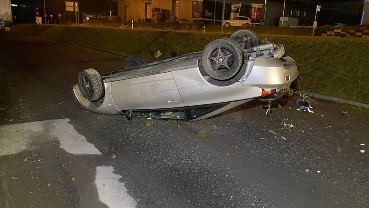 Muri AG, 17. November: Mutmasslich übermüdet und unter Drogeneinfluss verursachte ein 18-jähriger Neulenker einen Selbstunfall. Er blieb unverletzt. Seinen Führerausweis musste er abgeben.