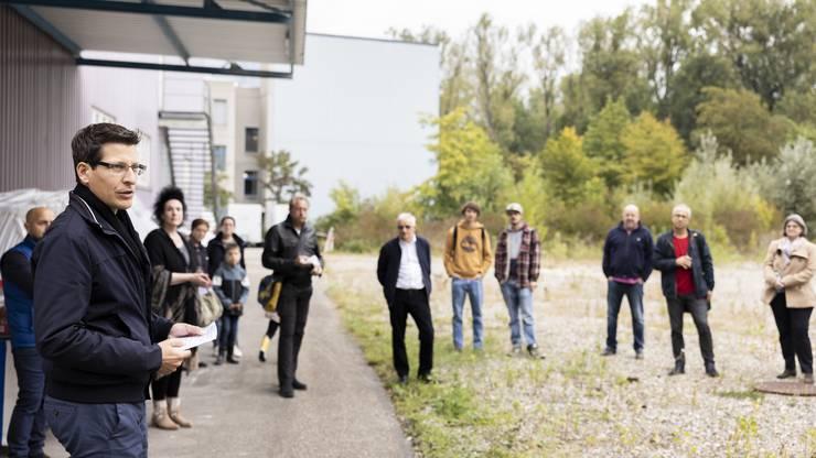 Roger Mahler, Projektleiter der Hochbauabteilung der Stadt Dietikon, begrüsste die anwesenden Politiker, Anwohnenden und Bauverantwortlichen zum Spatenstich auf dem Hunziker-Areal an der Karl-Heid-Strasse im Limmatfeld.