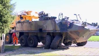 27'000 Franken betrug der Schaden, als 2015 einem Panzerfahrer mitten in der Ortschaft ein Ausweichmanöver misslang. Dafür muss er jetzt blechen.