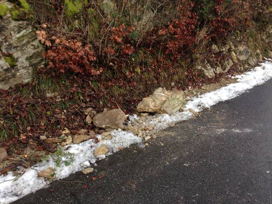 Felsbrocken auf der Strasse