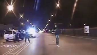 16 Schüsse: Ein Polizeivideo zeigt die Erschiessung des Afroamerikaners Laquan McDonald in Chicago durch einen Polizisten.