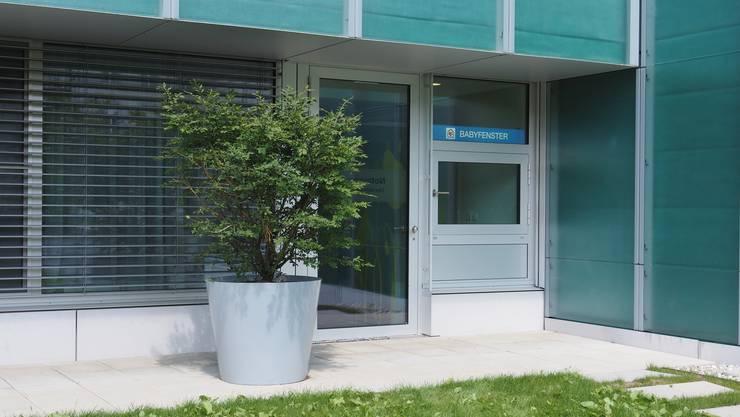 Babyfenster beim Kantonsspital Olten. Hier wurde am Sonntag zum ersten Mal ein Baby hineingelegt.
