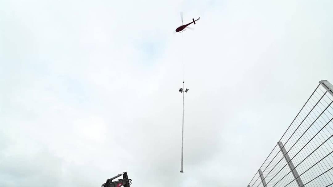 Mittleres Brühl in Solothurn: Helikopter setzt neue Beleuchtungsmasten