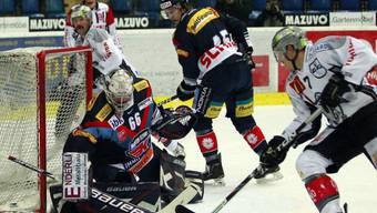 Flyers-Goalie Rüeger vereitelt Torchance von Björn Christen