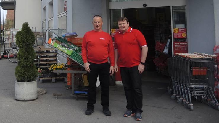 Daniel Keller (links), der langjährige Inhaber des Denner-Satelliten in Endingen, freut sich auf seine Pension. Der jüngere Bruder Valentin Keller übernimmt ab Mai. sga