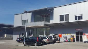 Das neue Ärztezentrum Würenlingen soll über dem Denner und neben dem Aarepark entstehen.