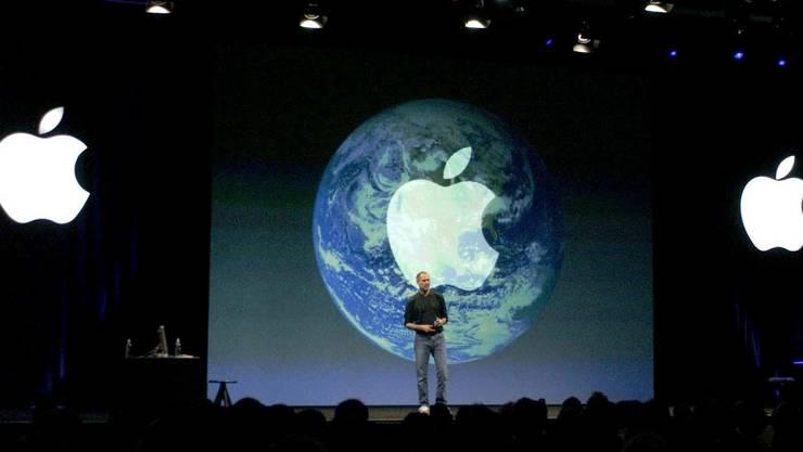 Steve Jobs stellt iTunes vor.
