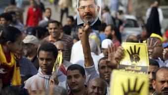 Tausende gingen am Freitag für Ex-Präsident Mursi auf die Strasse.