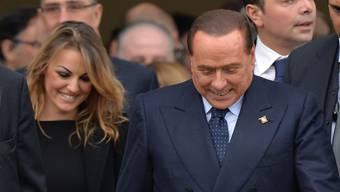 Italiens früherer Regierungschef Berlusconi hat seine langjährige Freundin Francesca Pascale (links) verlassen – Grund soll eine noch jüngere Frau sein. (Archvibild)