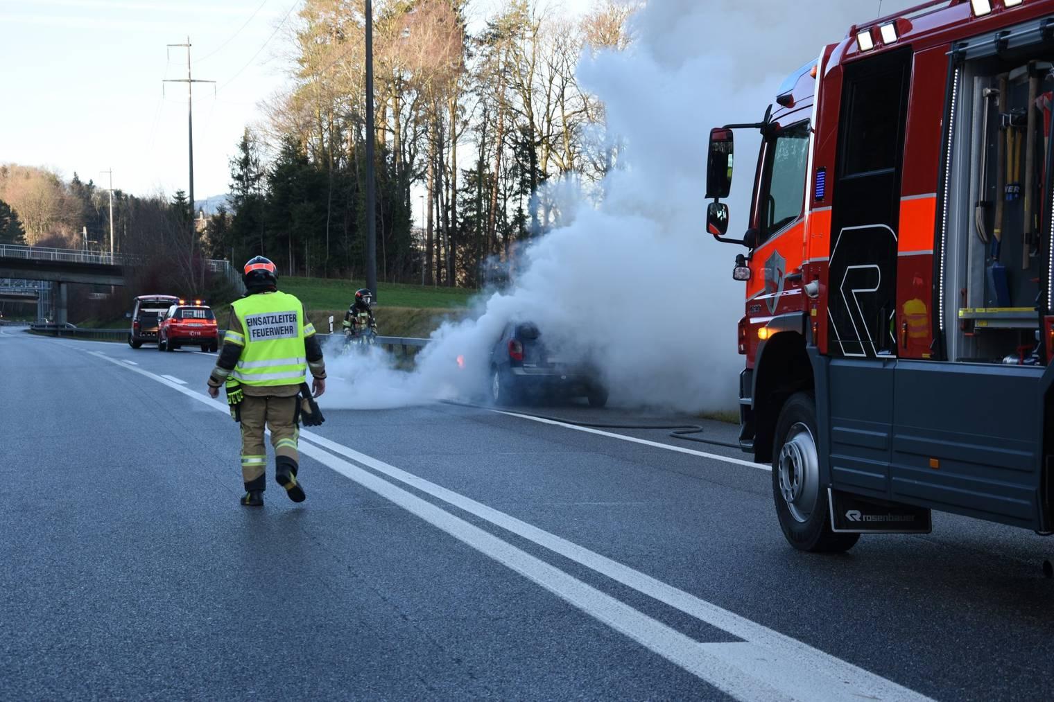 Die Feuerwehr konnte den Brand schnell löschen. (Bild: Kapo SG)