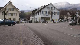 Das Dorfzentrum von Mümliswil: Noch gibt es hier Gewerbebetriebe, eine Postfiliale und Läden. Aber wie lange noch? Der «Bipper-Beck» etwa – Anfang 2011 eröffnet – ist bereits wieder geschlossen.