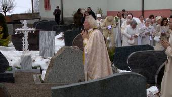 Ein weisser Sarg für Uriella: Sektenoberhaupt von Fiat Lux beerdigt