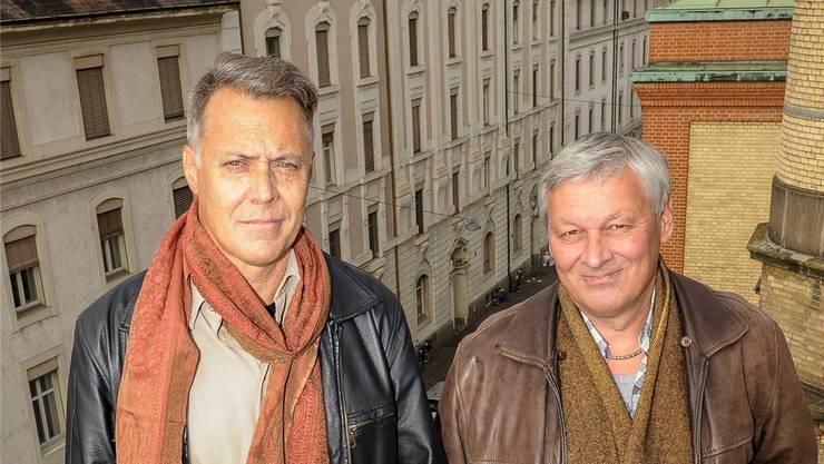 Albert Riedlin und Freddy Thommen vor dem Burgweg. Bald ziehen sie aus.