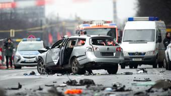 Auto mitten in Berlin explodiert – Fahrer tot