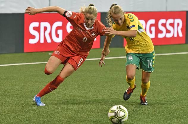 Ana-Maria Crnogorcevic (links) setzt sich durch.