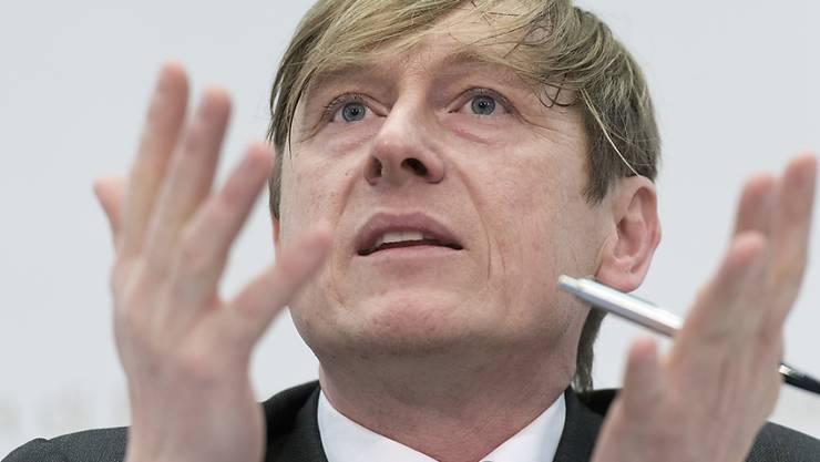 Preisüberwacher Stefan Meierhans und die ÖV-Branche stecken in schwierigen Verhandlungen, was die angekündigte Erhöhung der Billettpreise betrifft. (Archiv)