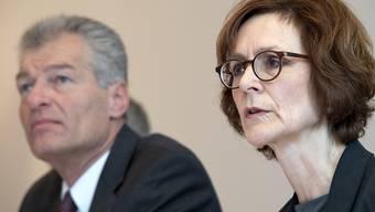 Economiesuisse-Präsident Heinz Karrer und Direktorin Monika Rühl heben die Vorteile des institutionellen Abkommens mit der EU hervor.