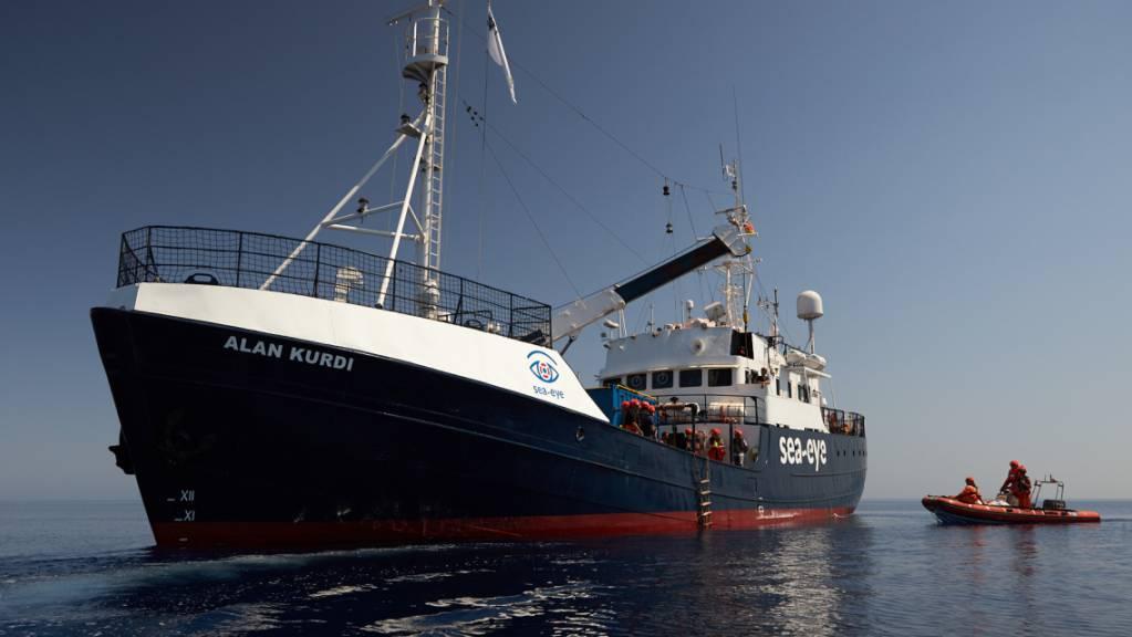 Die von der Seenotrettungsorganisation Sea-Eye herausgegebene Aufnahme zeigt das Seenotrettungsschiff «Alan Kurdi». (Archivbild) Foto: Fabian Heinz/Sea-Eye/dpa - ACHTUNG: Nur zur redaktionellen Verwendung und nur mit vollständiger Nennung des vorstehenden Credits