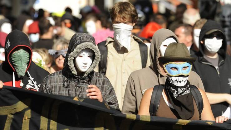 Die SVP verlangt, dass bei Demonstrationen ein Vermummungsverbot gelten soll. (Archiv)