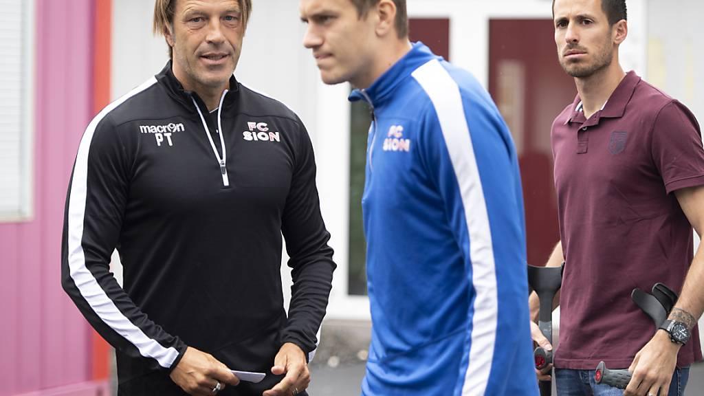 Auch mit der Rückkehr von Trainer Paolo Tramezzani (links) hat sich die sportliche Ausgangslage für Anton Mitrjuschkin (Bildmitte) beim FC Sion nicht geändert. Deshalb entschied sich der russische Goalie, die Walliser per Ende Juni trotz Vertrag bis 2022 zu verlassen