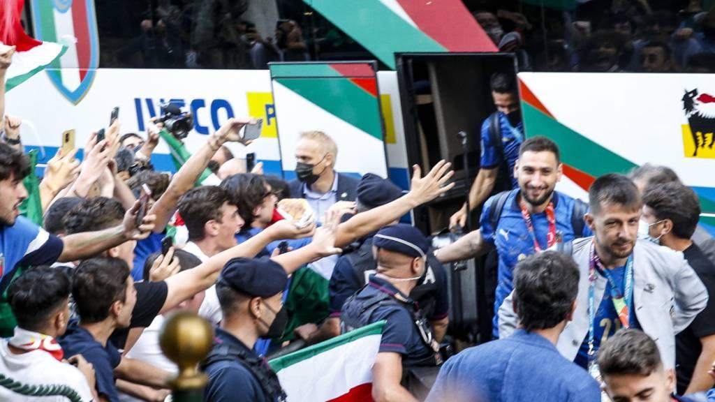 Tausende Fans feiern Europameister Italien in Rom