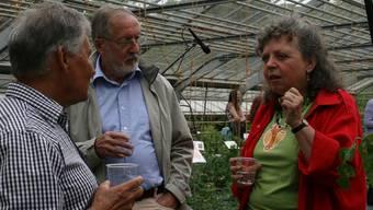 Annafried Widmer-Kessler (rechts) verstand es, mit ihren Erklärungen im Gewächshaus das Interesse der Besucher zu gewinnen.ASU